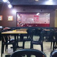 1/28/2013 tarihinde Kimeziyaretçi tarafından Cafe Bawang Merah'de çekilen fotoğraf
