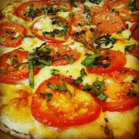 Photo taken at Z Pizza Kailua by GooGooGammo on 8/14/2013