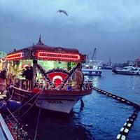 2/22/2013 tarihinde Tolga S.ziyaretçi tarafından Tarihi Eminönü Balık Ekmek'de çekilen fotoğraf