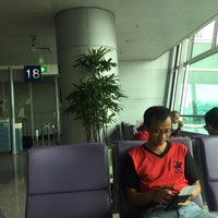 Photo taken at Gate 18 by Huynh B. on 6/21/2016