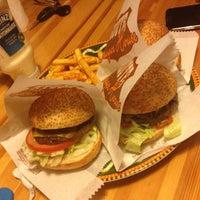 12/19/2012 tarihinde Didem D.ziyaretçi tarafından Route Burger House'de çekilen fotoğraf