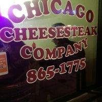 Foto tomada en Chicago Cheesesteak Company  por what white elephant el 11/14/2015
