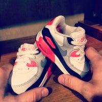 4/19/2013 tarihinde Елена О.ziyaretçi tarafından Nike'de çekilen fotoğraf