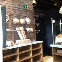 Foto tomada en Café Torino por ༺ PᗩᘜLᘯ ༻ el 7/28/2013