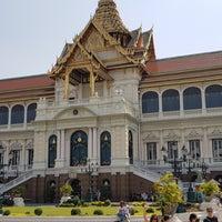 Photo prise au Dusit Maha Prasat Throne Hall par Emrah O. le2/13/2018