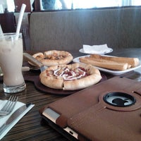 Photo taken at Pizza Hut by Agung S. on 12/7/2013