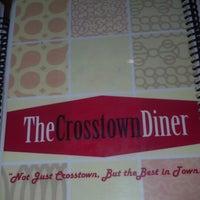 Foto tirada no(a) Crosstown Diner por Tom M. em 10/30/2012