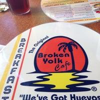 รูปภาพถ่ายที่ Broken Yolk Cafe โดย Michelle R. เมื่อ 7/23/2014