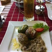 Das Foto wurde bei Restaurant Platzl am See in Antholz von Laura R. am 8/6/2016 aufgenommen