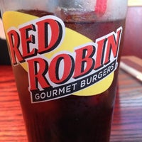 Photo taken at Red Robin Gourmet Burgers by Glenn B. on 11/4/2012