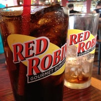 Photo taken at Red Robin Gourmet Burgers by Glenn B. on 6/1/2013