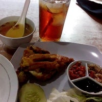 Photo taken at Rizqi Catering - ayam betutu by Nina W. on 1/4/2015