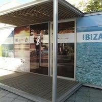 Photo taken at Oficina de Turismo de Ibiza by Nacho V. on 11/16/2015