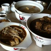 Photo taken at 宝香绑线肉骨茶 (Pao Xiang Bak Kut Teh) by Lilian H. on 10/20/2012