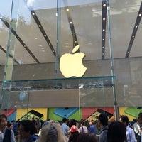 รูปภาพถ่ายที่ Apple Omotesando โดย kaerugeko เมื่อ 6/14/2014