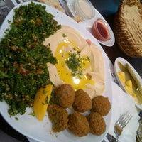 12/28/2012 tarihinde Ugur V.ziyaretçi tarafından Falafel House'de çekilen fotoğraf