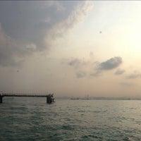 Foto scattata a Pulau Bukom Ferry Jetty da Mary A. il 6/28/2013
