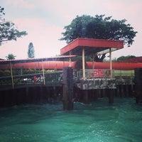 Foto scattata a Pulau Bukom Ferry Jetty da Mary A. il 12/31/2013