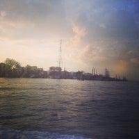 Foto scattata a Pulau Bukom Ferry Jetty da Mary A. il 11/19/2013
