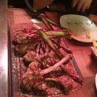 4/27/2013 tarihinde <<NBHT>>ziyaretçi tarafından Nusr-Et Steakhouse'de çekilen fotoğraf