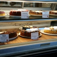 Photo taken at Eli's Cheesecake Bakery Cafe by Robert K. on 5/18/2015