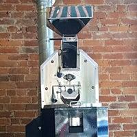 Photo prise au Newberry Bros. Coffee par Don P. le6/7/2015
