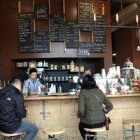 12/22/2012 tarihinde Gloria C.ziyaretçi tarafından COFFEED'de çekilen fotoğraf