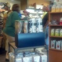 Foto tirada no(a) Starbucks por Tamaria L. em 6/25/2013