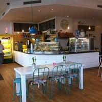 Das Foto wurde bei Flamingo Fresh Food Bar von Shari am 2/21/2013 aufgenommen