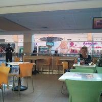 Foto tirada no(a) Mall del Sur por Gibson O. em 10/8/2012
