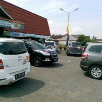 Photo taken at Warung Nasi Ampera (Cabang Kebon Kalapa-Soekarno Hatta) by Saiful A. on 5/24/2014