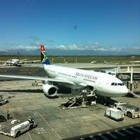Foto tirada no(a) Aeroporto International da Cidade do Cabo (CPT) por E.Sinan 👣 em 10/29/2012