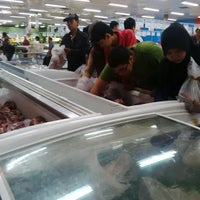 Photo taken at LotteMart Wholesale by oedien b. on 7/14/2015