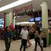 Das Foto wurde bei Gourmet Market von Hasrin L. am 6/14/2013 aufgenommen
