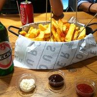 6/27/2013 tarihinde Pınar Y.ziyaretçi tarafından Burger House'de çekilen fotoğraf