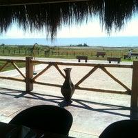 Foto tomada en El palmar Beach Restaurant por Sammy M. el 2/12/2013