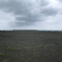 Photo taken at 旗津海水浴場 Cijin Beach by K 🚀 on 4/23/2017