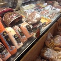 10/6/2013 tarihinde Beth R.ziyaretçi tarafından Riccardo's Market'de çekilen fotoğraf