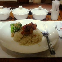 Photo taken at The Mango Chinese Cuisine by Ida H. on 9/19/2013