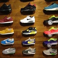 9/14/2013 tarihinde Ann V.ziyaretçi tarafından Nike'de çekilen fotoğraf