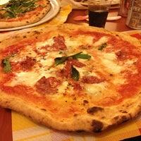 Foto scattata a Pizzeria Sorbillo da Gustavo D. il 2/1/2013