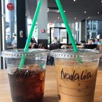 Das Foto wurde bei Starbucks von Anna P. am 5/27/2017 aufgenommen