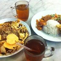 Photo prise au Kafetaria 170 par Sena W. le11/8/2012