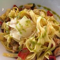 Foto scattata a B-crek Restaurant da Dani P. il 12/28/2012