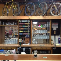 Photo prise au Velo Cult Bicycle Shop & Bar par Teisuke M. le9/22/2012