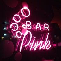 Photo prise au Bar Pink par Sha N. le12/24/2012