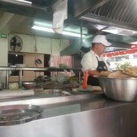 4/11/2013 tarihinde Eliseo O.ziyaretçi tarafından Tacos Xotepingo'de çekilen fotoğraf