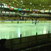 Photo taken at Ледовый дворец «Мечел» by Yulia E. on 10/20/2012