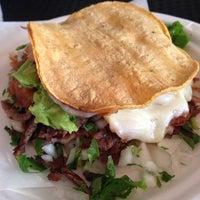 Foto scattata a Taco y Taco Mexican Eatery da Natasha S. il 7/16/2014