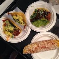 Foto scattata a Taco y Taco Mexican Eatery da Natasha S. il 5/30/2014